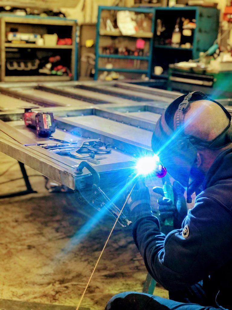 svetsning av ståldörr